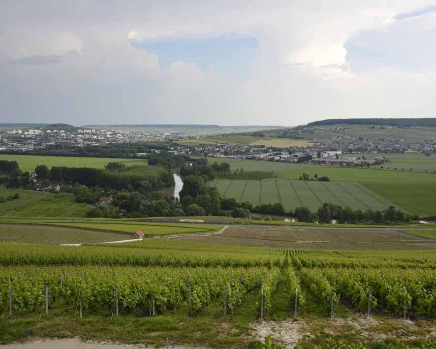 Hautvillers, la vallée de la Marne au niveau de l'écluse
