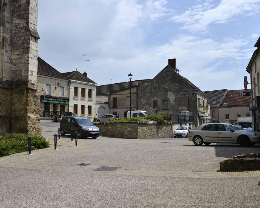 Damery, place du village